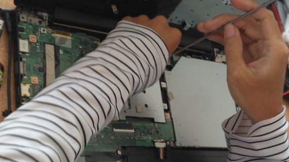 Proses Cek Kondisi Laptop Yang di Jual ke Lasercom